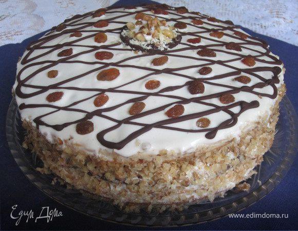 Торт с орехами, маком и изюмом