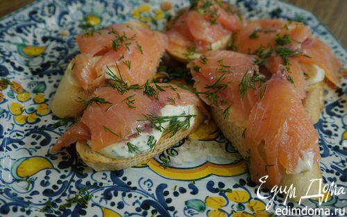 Рецепт Кростини с семгой и сметанным соусом