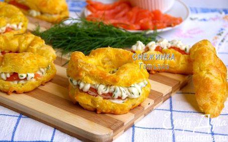 Рецепт Сырные заварные «колечки» со сливочным кремом, сыром Джюгас и форелью