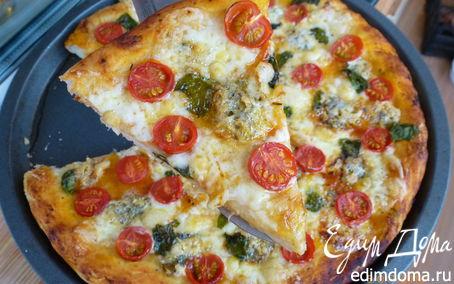 Рецепт Пицца с двумя видами сыра, черри и базиликом