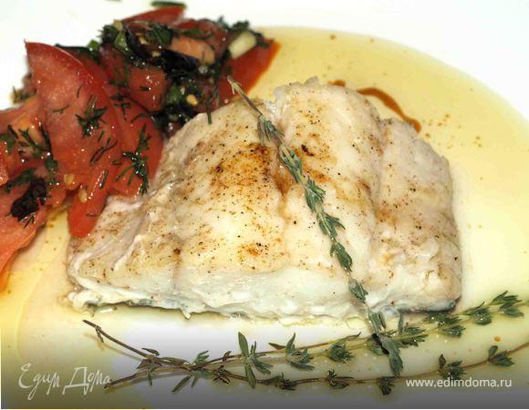 """Треска с соусом """"Марсала"""" и салат из помидоров с базиликом"""