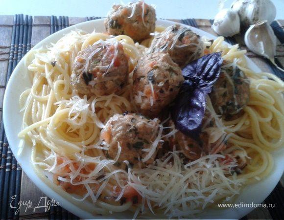 Спагетти с фрикадельками из шпината и цукини