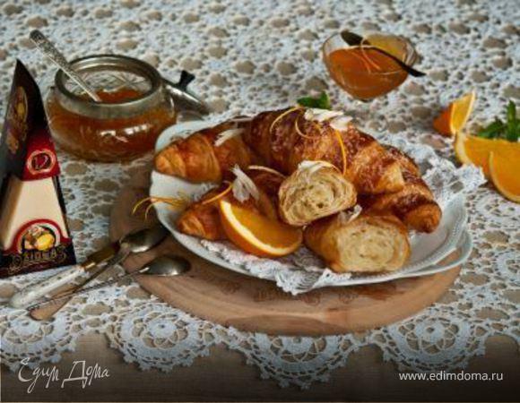 Круассаны с сыром и апельсиновым джемом