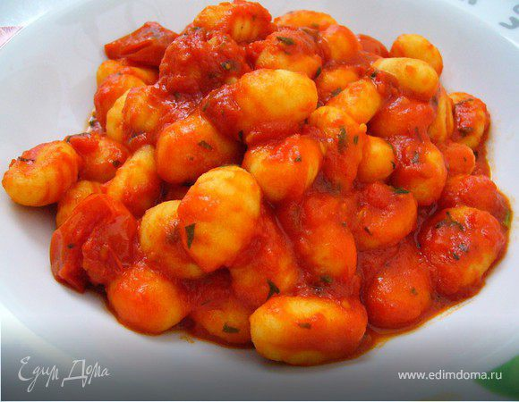 Веганские картофельные ньокки с насыщенным томатным соусом