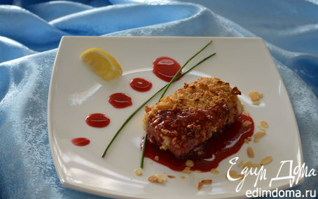 Рецепт Треска в миндальной корочке с брусничным соусом