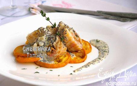 Рецепт Морской рулет с сыром Джюгас под маковым соусом на подушке из цукини