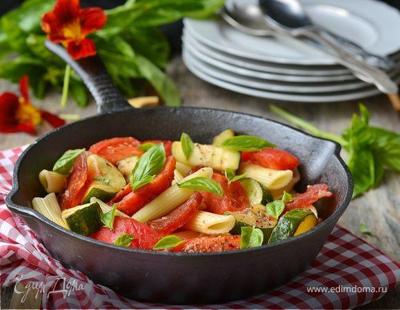 Паста с летними овощами и салями