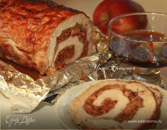 Жаркое из свинины, фаршированное яблоками и клюквой
