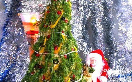 Рецепт Закусочный торт «Новогодняя елка» из профитролей и сливочного крем-мусса с семгой