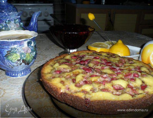 Ягодный пирог, приготовленный на сковороде