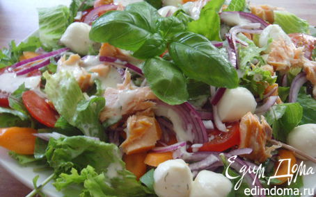 Рецепт Салат с лососем и моцареллой