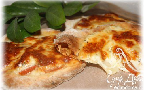 Рецепт Лепешки из творожного теста с помидором и моцареллой