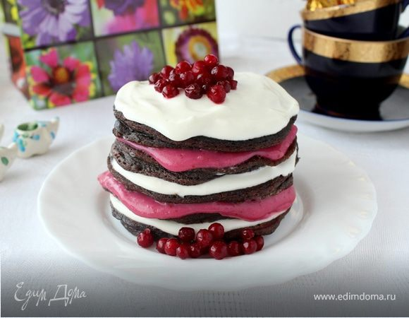 Мини-торт из черемуховых оладий с брусничным курдом