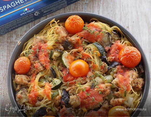 Спагетти, запеченные с овощами, куриным фаршем и томатами