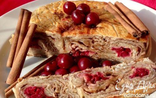Рецепт Слоеный пирог-рулет с вишней и корицей на сковороде