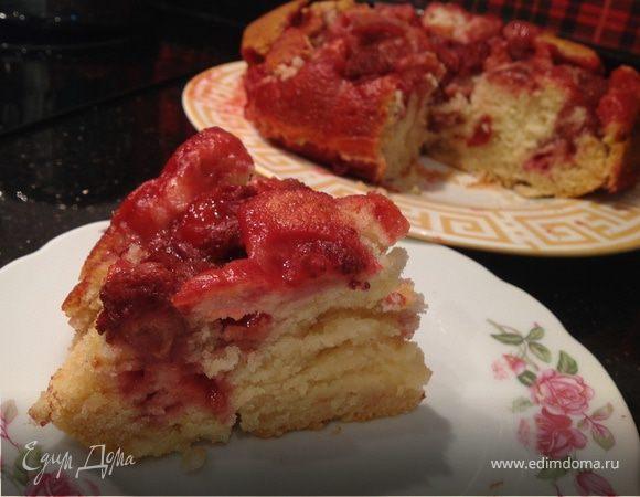 Медовый пирог с клубникой