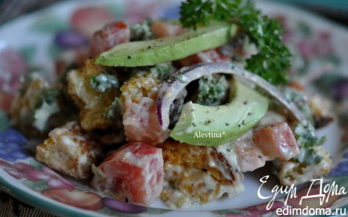 Рецепт Салат с авокадо и гренками