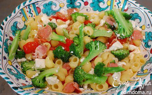 Рецепт Салат из макарон с брокколи, фетой и беконом