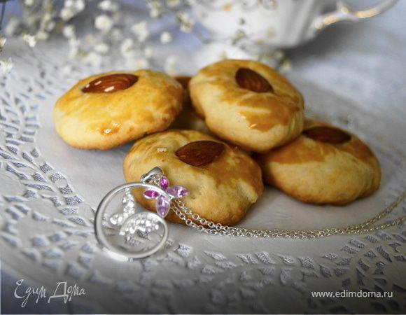 Песочное печенье на сметане с миндалем