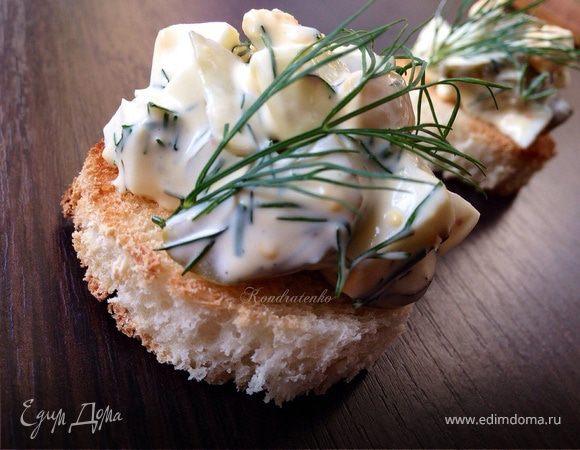 Яичный салат на гренке