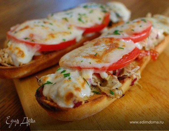 Средиземноморский горячий бутерброд с тунцом и артишоками