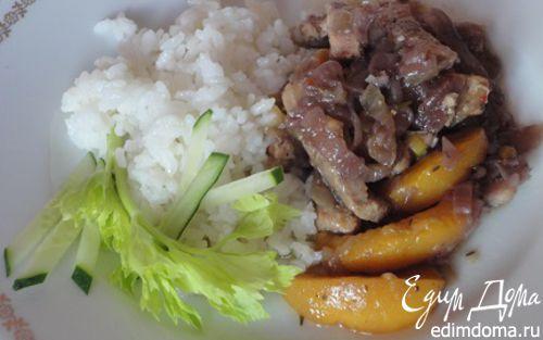 Рецепт Свинина в пикантном соусе с персиками