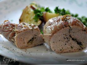 Свинина с начинкой из лука и чеснока