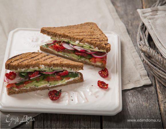 Сэндвич с овощами и сливочным сыром