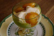 Мороженое с карамелизированными абрикосами