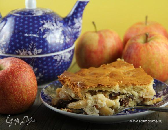 Яблочная запеканка с изюмом и миндалем