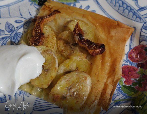 Пирог из фило с бананами и инжиром