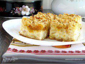 Тертый пирог с творогом и грушами