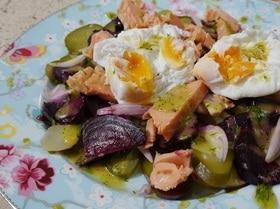 Салат из рыбы, картофеля и свеклы