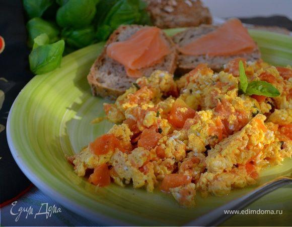 Яичница-болтунья с помидорами