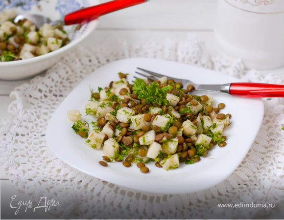 Салат из груши и чечевицы