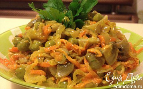 Рецепт Салат с шампиньонами и зеленым горошком