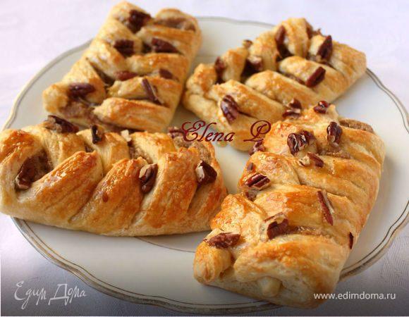 Датские булочки с пеканом и кленовым сиропом