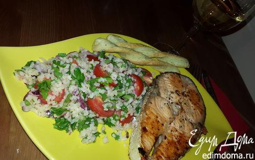 Рецепт Жареный лосось с гарниром из кускуса с черри и красным луком