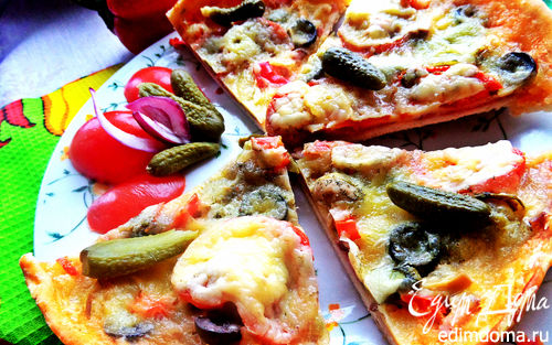 """Рецепт Пицца с салями, маслинами на сырном соусе """"бешамель"""""""