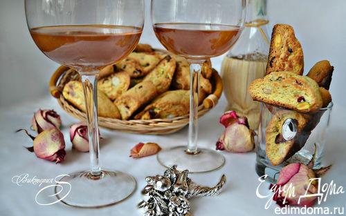 Рецепт Бискотти с вяленой вишней, фундуком и фисташкам