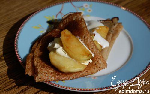 Рецепт Гречневые блины с карамелизированными яблоками и медовым соусом
