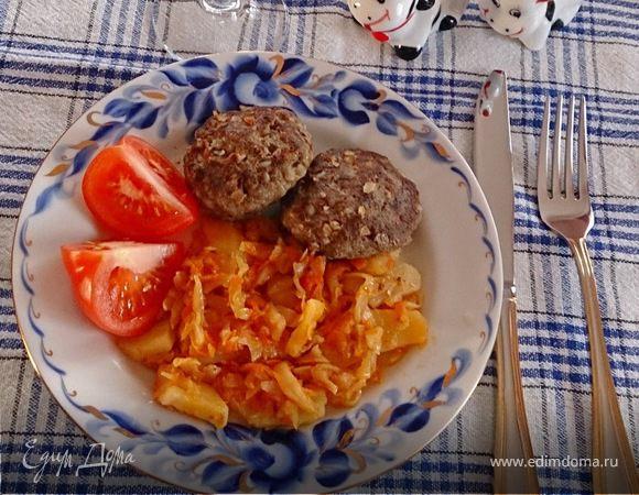 Золотистая капуста с картофелем и гречневые котлеты