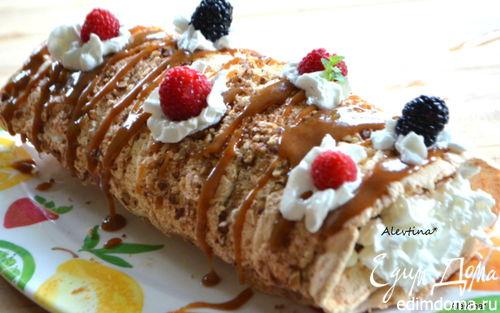 Рецепт Воздушный рулет с пеканом и ягодами