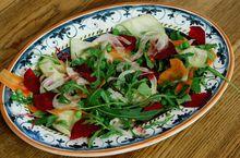 Салат из свежих овощей с мятой