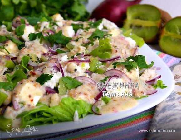Куриный салат с киви и брынзой