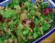 Салат с помело, орехами и перцем чили