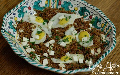 Рецепт Гречка с перепелиными яйцами и овечьим сыром