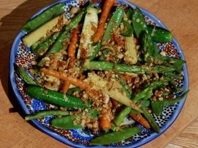 Весенние овощи под хрустящим крамблом