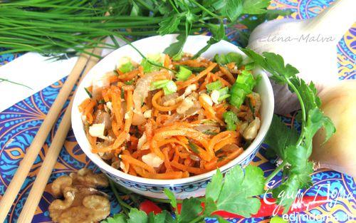 Рецепт Салат из морковки по-корейски, орехов и зелени