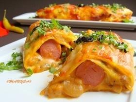 Мексиканские лепешки с фасолью, сыром и острым соусом